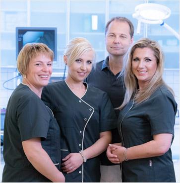 Dr. Filipitsch mit seinem Team